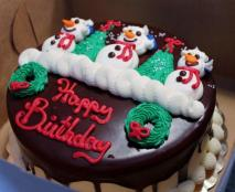 Christmas-theme-chocolate-birthday-cake-with-triple-Snowman